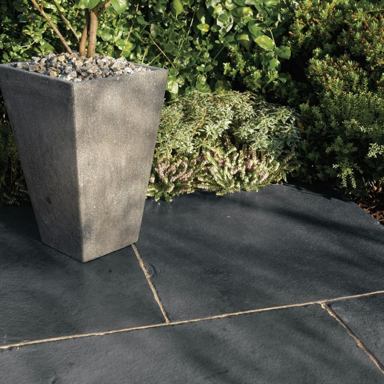 Bradstone_Natural_Limestone_Paving_Blue-Black_Patio_Pack_-_15.30_m2_Per_Pack_17-1