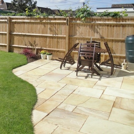 Bradstone Natural Sandstone Paving Fossil Buff